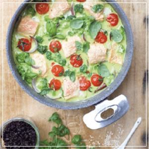 Curry z łososiem i brokułem